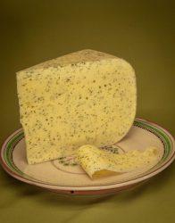 Érlelt félkemény sajt, medvehagymás, bio, Virágoskút (darabolt, 25-40 dkg/db) - 2021/12/05.